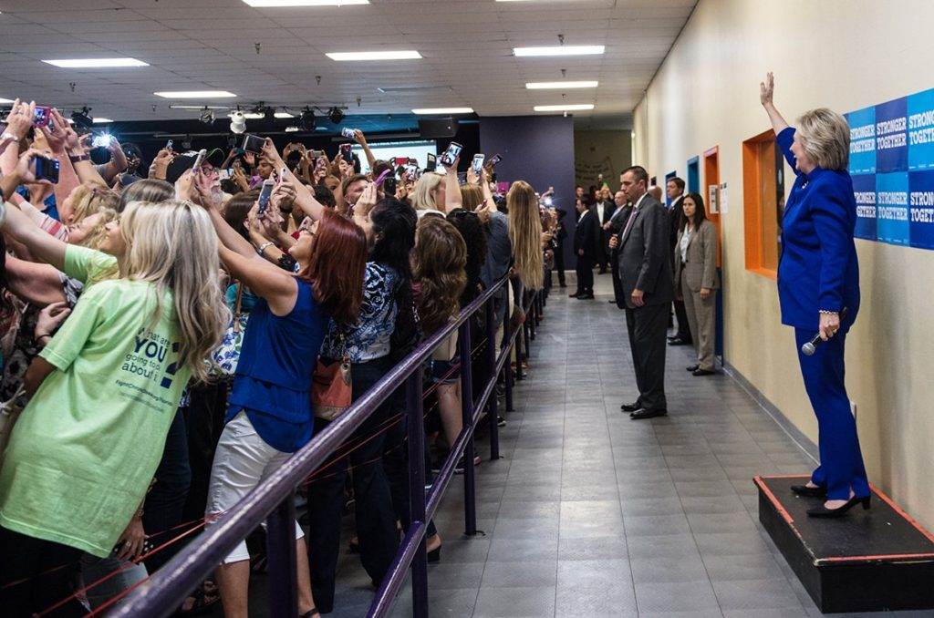 hilary-clinton-selfies